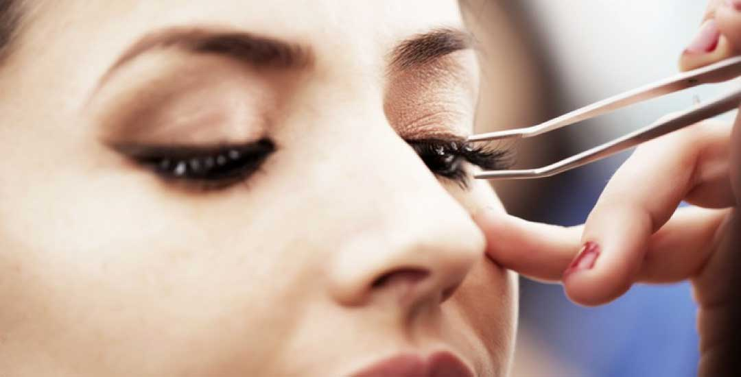 Appear Natural Beautiful With Eyelashes